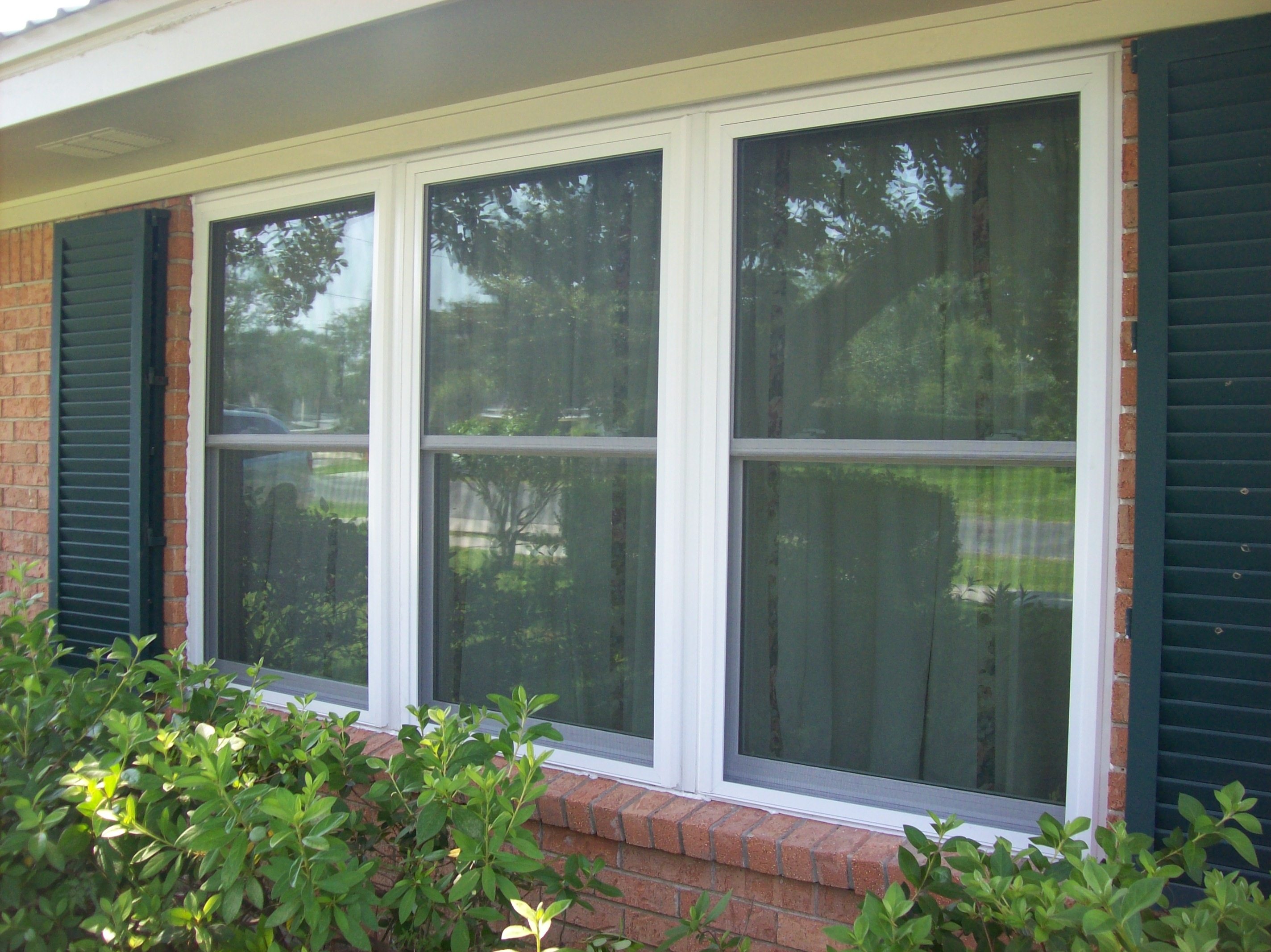 Our Insulated Windows Provide Better Protection Against Heat And Cold They Come With Low E Argon Gas Full Screens Double Hung Designs A